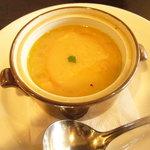 洋食マザー - 食膳のスープ。。飲みながら時間を潰しましょうね。。メインが来るまで。!