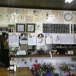 7956361 - 店内には、演歌歌手のサインが