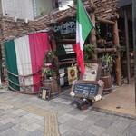 Cavallo pazzo Italiana via - 昼には車は見えません