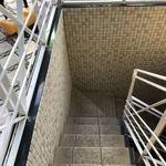 幸せのパンケーキ - 階段を降りて行くか、エレベーターもありました。
