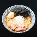 焼きあご塩らー麺 たかはし - 背脂醤油らー麺味玉入り
