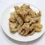 鶏笑 - 料理写真:噛めば噛むほど滲み出る旨み!皮からあげ 1パック/¥230