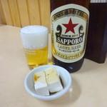 八千代食堂 - 大瓶ビールとお通しの奴