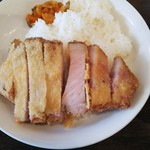 ガルシアパーラー - レア気味に揚げられた分厚い豚ロース