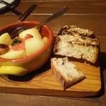 Italian kitchen VANSAN - 明太子とホクホクジャガイモのアヒージョ590円