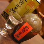 盤古殿 - 孔府家酒(ショット780円+税、ボトル9,800円+税)2018年1月