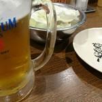 元祖串かつ だるま 法善寺店 - 生ビールと無料のキャベツ