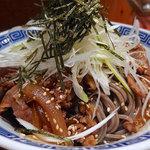 79593218 - 肉盛りつけ蕎麦・大盛(880円)