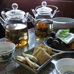 湖心亭 - 料理写真:花茶・各78元。お茶菓子付き