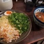 赤坂麺道いってつ - 辛ねぎつけ麺 (辛さ控えめ) + 青ネギ