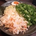 赤坂麺道いってつ - 辛ねぎつけ麺 (辛さ控えめ) + 青ネギ アップ