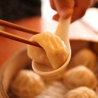 日本で食べるならココ!箸が進む100%台湾産<小籠包>!!