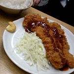 79596433 - とんかつ定食(500円)+ご飯てんこ盛り