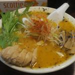 鷹神 - 赤鷹塩(中太麺、5辛)750円