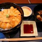 函館 うにむらかみ - スペシャルうに丼 うに大盛り 3950円 しょうゆだれ、味噌汁、お漬け物