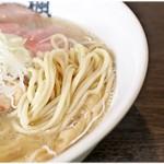 楓 - 小麦の風味の強い麺。