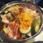 マドッシュカフェ - アボチーズスンドゥブ鍋(煮前)