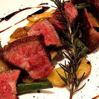 「国産牛肉」や新鮮な「魚介類」を使用したビストロ
