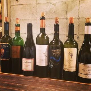 世界中から仕入れた80種類以上のワイン