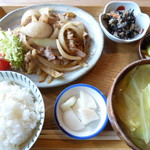 ひより食堂 - 料理写真:豚の生姜焼き定食 880円(税込)