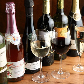 約100種類もの充実したワインを取り揃えております!