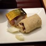 赤坂茶房 - *南関稲荷(熊本・南関町で作られるお揚げを使用した稲荷。お揚げは水分を極力抜いて揚げているため、 常温でも約3ヶ月の長期保存可能。お揚げ自体は安価です)と鯖鮨。 どちらも丁寧に作られ美味しいそう。