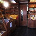 ベッカライ ビオブロート - 店内 木の優しい感じが素敵