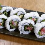 磯一 - マグロとアボカドのタルタルロール寿司
