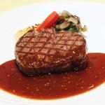 牛ロースのステーキ または 牛フィレのグリル