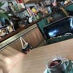 トライアングルカフェ - 店内には所狭しとグッズがいっぱい