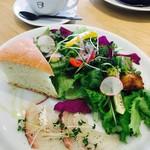 THE CUPS HARBOR CAFE - VEGE WORKS L(80g)¥1296(税込) タイのカルパッチョ選択 RとLとの違い=サラダの量 デリは同じ量