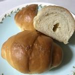 カフェ ド ヒラオカ - 塩バターロール=80円×2個