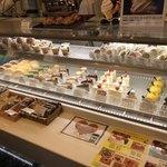カフェ ド ヒラオカ - ケーキ販売コーナー