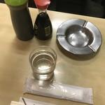 79628292 - 醤油とソースと灰皿と水とおてふき