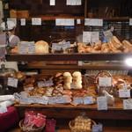 穂の香 - 店内の商品棚