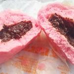 ファミリーマート - 料理写真:じゃぱりまんチョコ130円 赤りんご青りんご91円