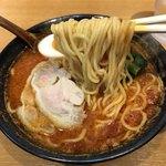 79635837 - 《トマト麺》640円(税別)                       トッピングは鶏チャーシュー2枚、小松菜、ゆで卵(半)