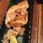 炉端屋 がぶり - 鶏肉 塩焼き 柚子胡椒で