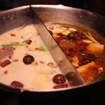 無老鍋 - 料理写真:鴛鴦鍋