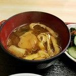 まんじ - お味噌汁は出汁が効いている