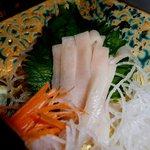 創作薬膳 TURU菊 - カジキの皮と身の間のお刺身。初めての食感。まるで野菜のようなスッキリ感。