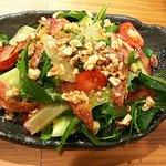 串焼 くる味 - 「くる味サラダ」胡桃とグレープフルーツがベストマッチ♪