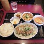 迎賓楼 - 油淋鶏と麻婆豆腐定食800円
