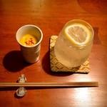 吉乃坐 - お通しの南瓜スープと生レモンサワー