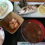 呑み喰い処 奥飛騨 - イシモチ塩焼き定食(680円)