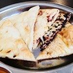 New Delhi Spice - ナン達。左からハニー・プレーン・チーズ・チョコ・ゴマ