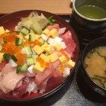 魚寅鮨 - ばらちらしと味噌汁