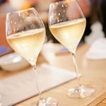 79664130 - 乾杯シャンパン