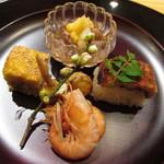玄斎 - ナマコ 焼き穴子の棒寿司 煮た川津海老 田楽味噌を敷いた姫くわえの唐揚 鯛のふくさ焼