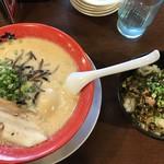 東京豚骨拉麺 しゃかりき - 料理写真:とんこつラーメン➕辛子高菜飯